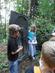 Kinder führen Kinder im Heinrich-Kirchner-Skulpturengarten Erlangen