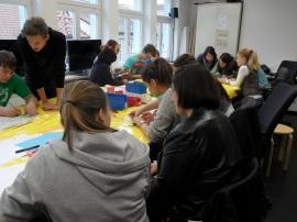 Audiowalkprojekt: Die Schüler beim Brainstorming für ihren Audioguide-Beitrag