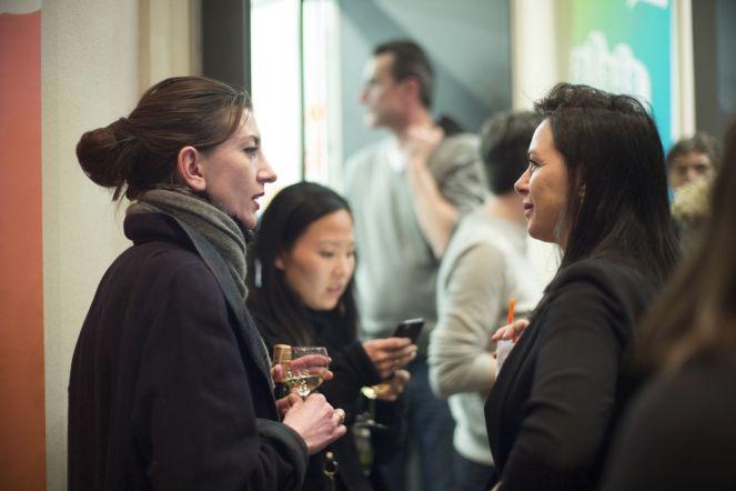 Rozi Rexhepi (Studio Juergen Teller, links) im Gespräch, Foto: Erich Malter