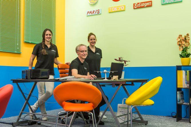 Annika Heesen, Horst Wellhöfer und Magdalena Mikulaschek vom Reisezentrum Dr. Krugmann (v.l.n.r.), Foto: Kilian Reil