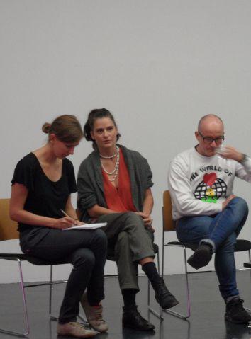 (v.l.n.r.) Zuzana Schwarzová (Dolmetscherin), Hana Polanská Turečková, Vladimír Houdek (Foto: Kunstpalais)
