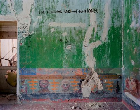 """Joachim Koester, aus der Serie """"Morning of the Magicians"""", 2005, 4C-Print, 47,5 x 60,3 cm, Courtesy the artist und Galleri Nicolai Wallner, Kopenhagen"""