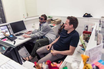 Paul Sochacki (Künstler) und Christian Meier (Aufsicht, Kunstpalais), Foto: Kilian Reil
