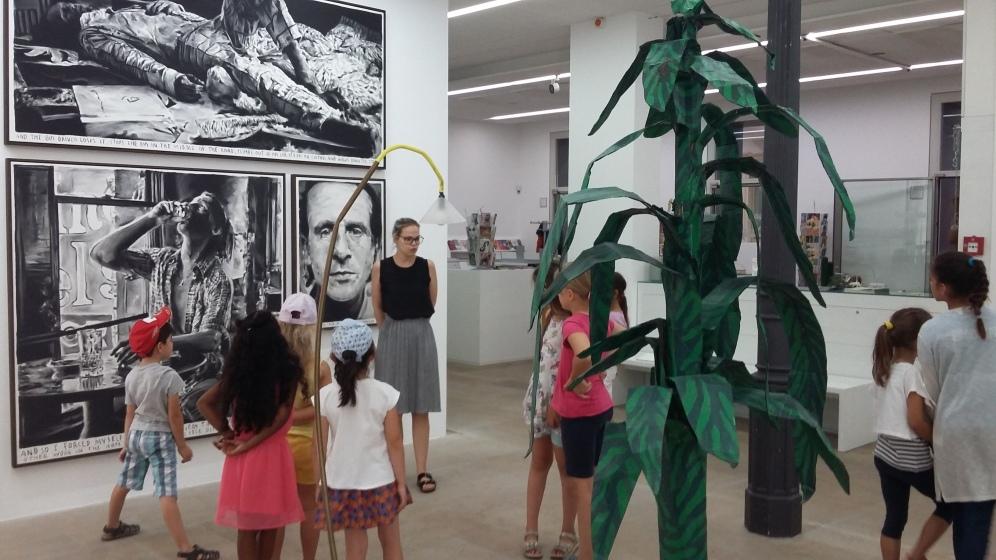 Kunstrallye durch die Rinus Van de Velde Ausstellung
