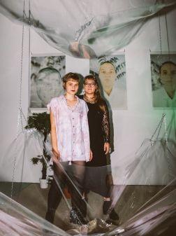 Julia Hainz und Carmen Westermeier (Künstlerinnen), Foto: Frédéric Schwilden