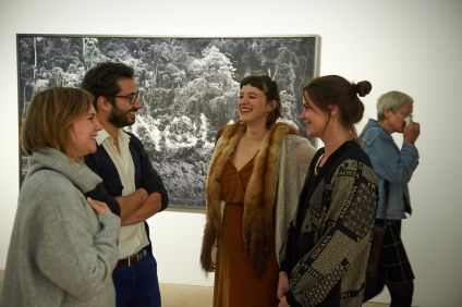 Munib Agha (Stadtrat SPD Erlangen, Amely Deiss (Leiterin, Kunstpalais, Erlangen) und Milena Mercer (Kuratorin, Kunstpalais, Erlangen), Foto: Markus Faber