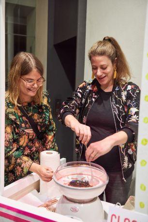 Lara Schätzlein und Laura Capalbo-Gans, Kunstpalais, Foto: Markus Faber