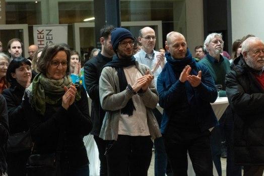 Andreas Greiner (in der Mitte), Künstler, Foto: Kimberly Banschbach