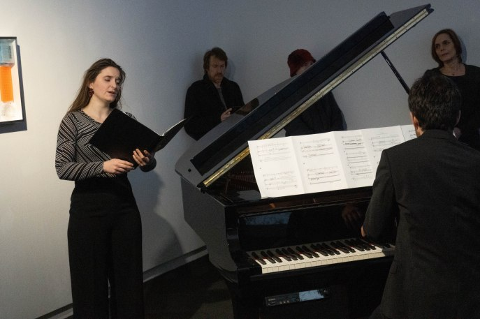 """Live-Performance von """"Aussaat"""", Lou Denès (Sopran) und Esteban Dominguez-Gonzalvo (Piano),Foto: Kimberly Banschbach"""